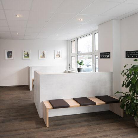 03-galerie-tierarzt-ruholl-wartebereich